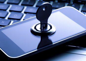 El personal nunca debe almacenar información confidencial personal o comercial en discos duros externos.
