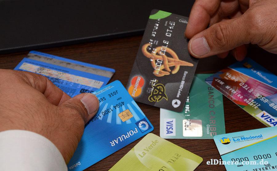 Las cuatro demarcaciones geográficas con mayor deuda a través del dinero plástico acumulan RD$29,516 millones. | elDinero