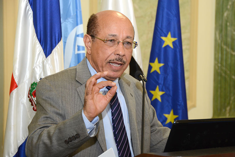 Temístocles Montás, ministro de Industria y Comercio.