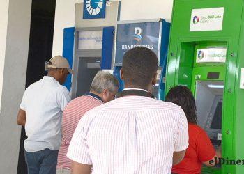 Las máquinas dispensadoras permiten realizar transacciones sin contacto. | Lésther Álvarez