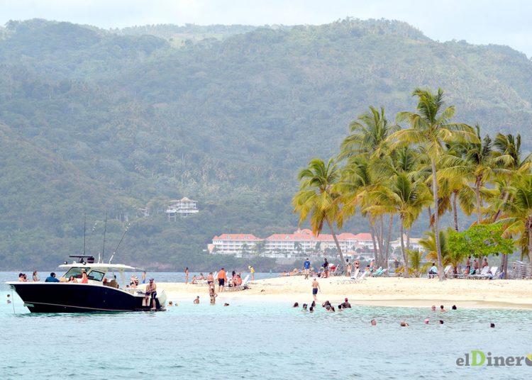 República Dominicana tiene la tarea de mantener seguros y libres de covid los polos turísticos.
