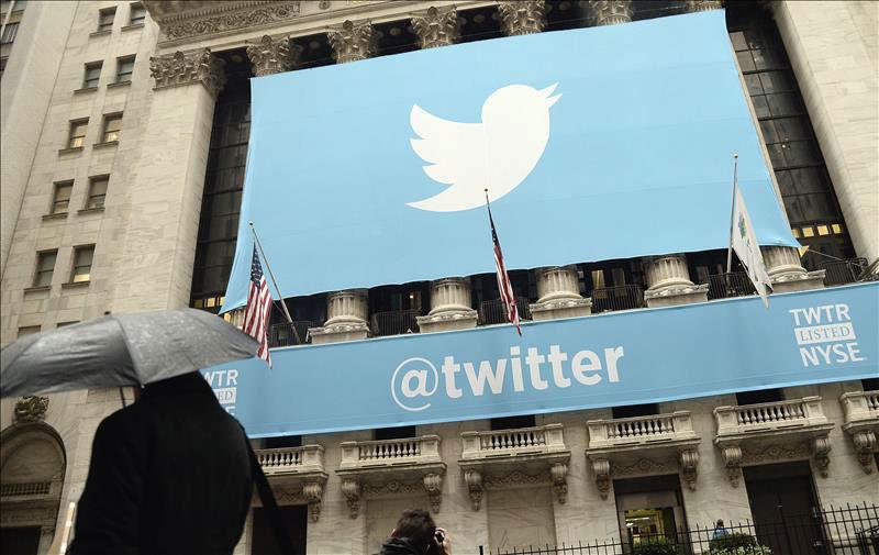 Cartel de twitter a la entrada de la Bolsa de Nueva York (NYSE), Estados Unidos. | Fuente externa