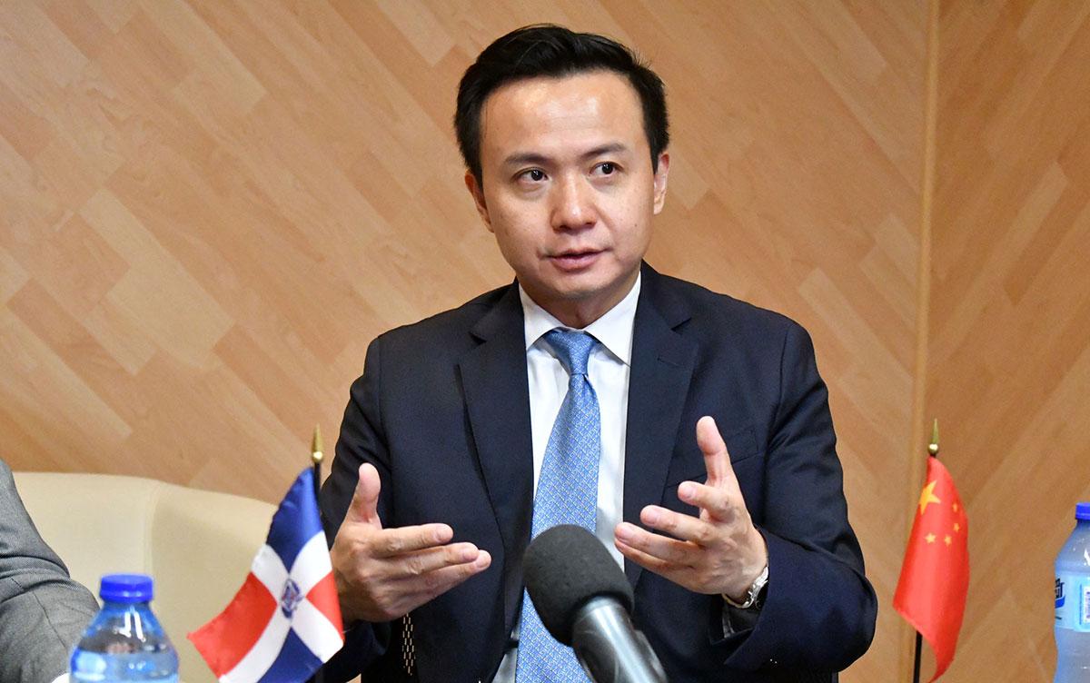 zhang run embajador de china